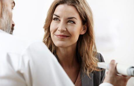 En patient der skal til at have taget sin digitale aftryk